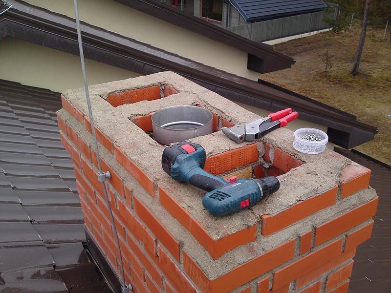 Монтаж дымохода на крыше